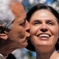 Man kissin woman boomer