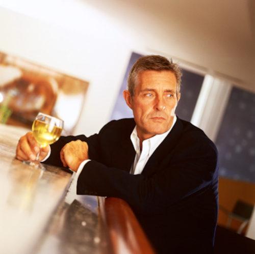 Mid Age Man Drinking Bar 57563853 E1506387985151